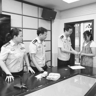 皮具行业低迷皮具厂老板欠薪8万余民警帮追回