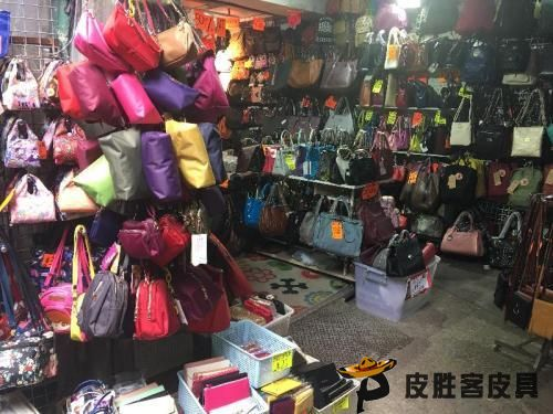 香港海关查获1300件疑似仿牌亚博全站官方下载包包三名相关人员被捕